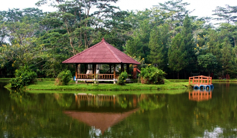 Danau Talaga Cikeas - Tempat main sampan