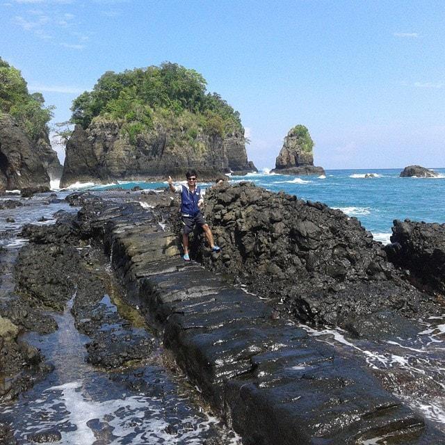 Pantai Batu Naga Sukabumi