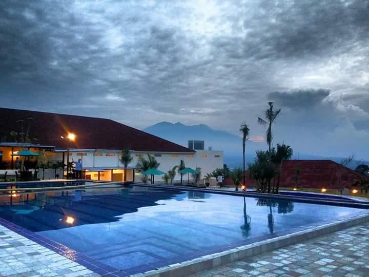 Swimming-Pool-Taman-Bukit-Palem-Resort.jpg